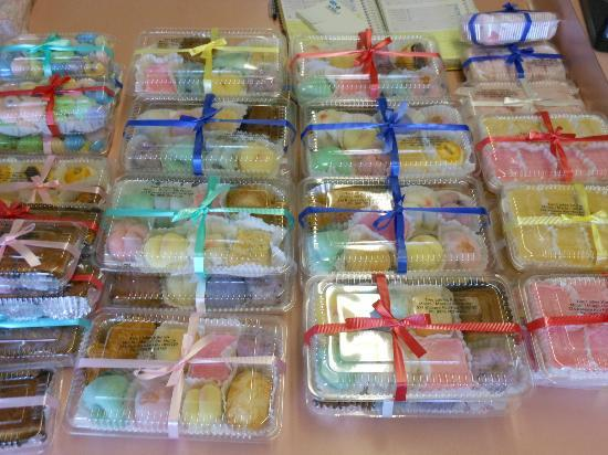 Two Ladies Kitchen : Mochi & manju choices ready for purchase