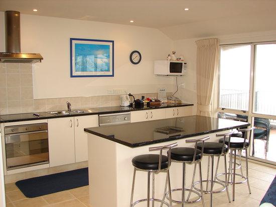 Pavilion Beachfront Boutique Hotel: Modern Full Kitchens