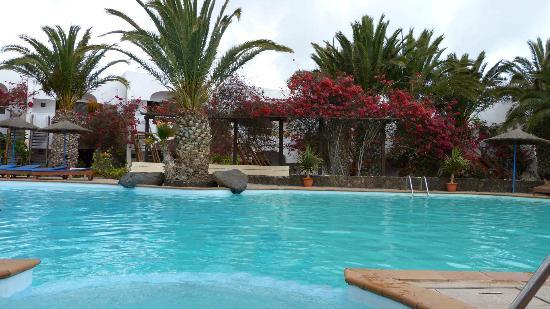 Esquinzo: La bella piscina e i bungalows