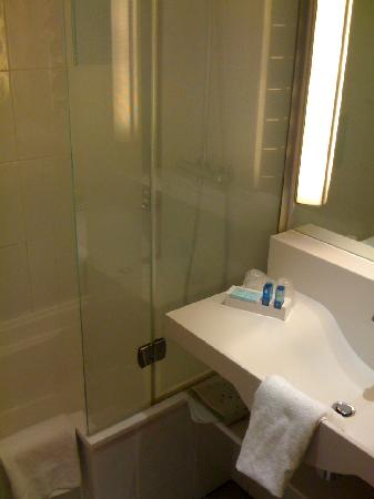 Novotel Birmingham Airport: Bathroom