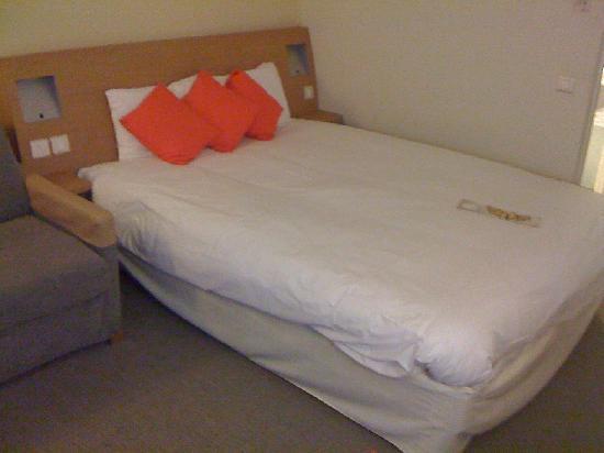 Novotel Birmingham Airport: Bed