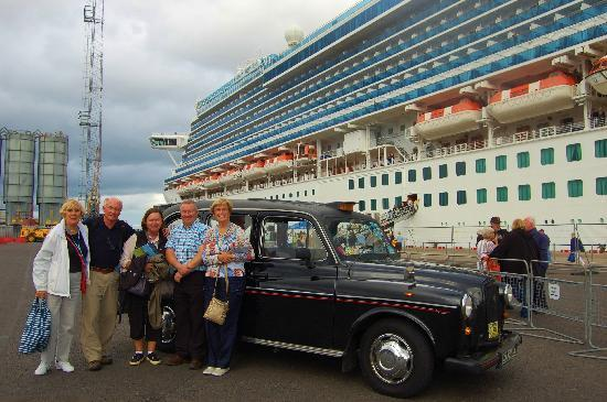 Giant's Causeway Visitor Centre : Cruise ship pick up available