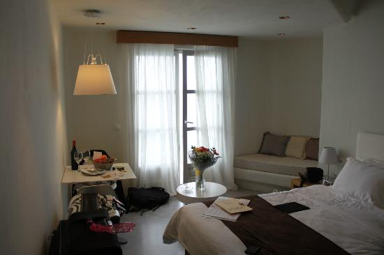 Avaton Resort : Room - Had flowers waiting in room