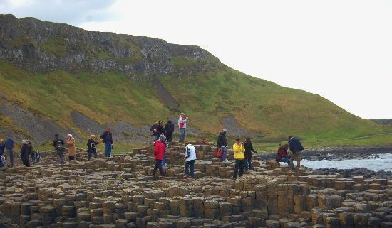 Giant's Causeway Visitor Centre: Every body enjoying the causeway