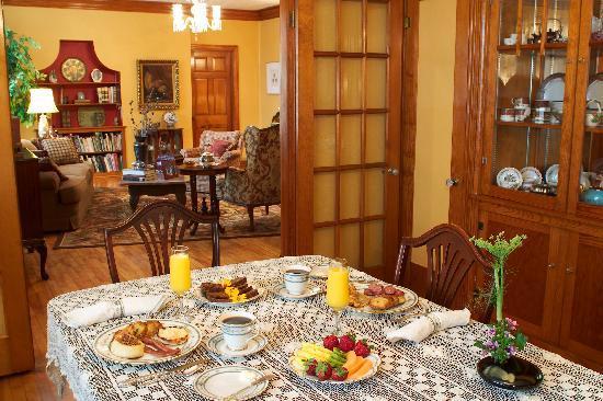 Das Garten Haus Bed and Breakfast: Breakfast everyday!