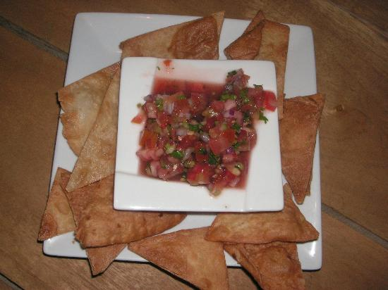 Pancho's Mexican Restaurant: Chips and salsa