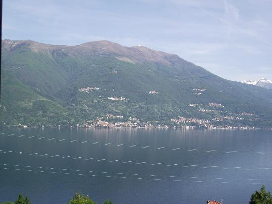 B&B Ca' Noeva: The view across to Menaggio from our room