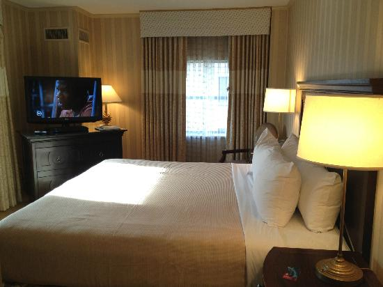 Hamilton Crowne Plaza Hotel: DC Crowne Plaza room on 11th floor