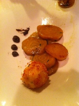 Bistro 5: golden beats with truffle oil and fried ricotta