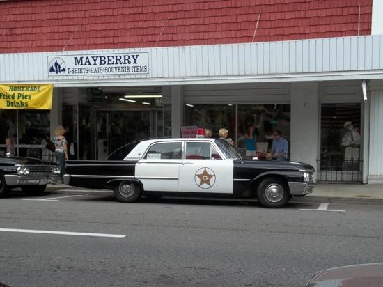 Floyd's City Barbershop : Mayberry police car