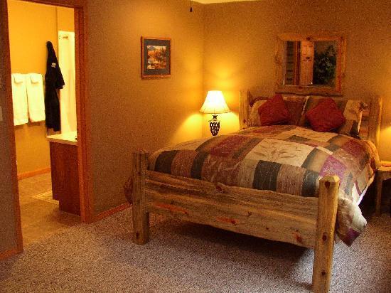Tudor Rose Bed & Breakfast and Chalets: Ponderosa Room