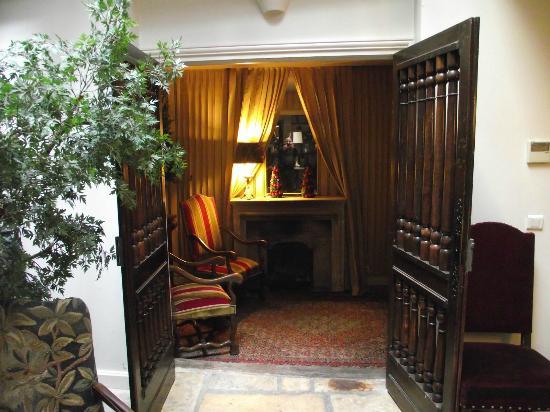 Marais House : Entrance of the hotel