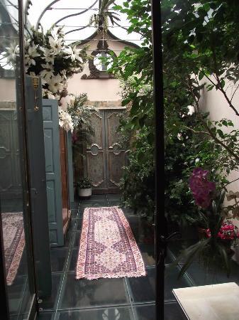 Marais House : Passage to the Reception Living room