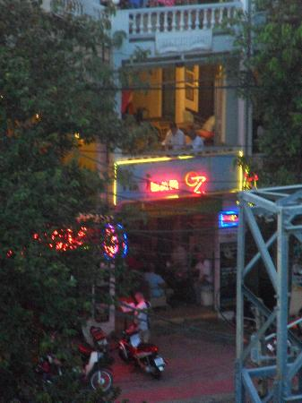 Oz Bar: Photo taken from the rooftop lounge