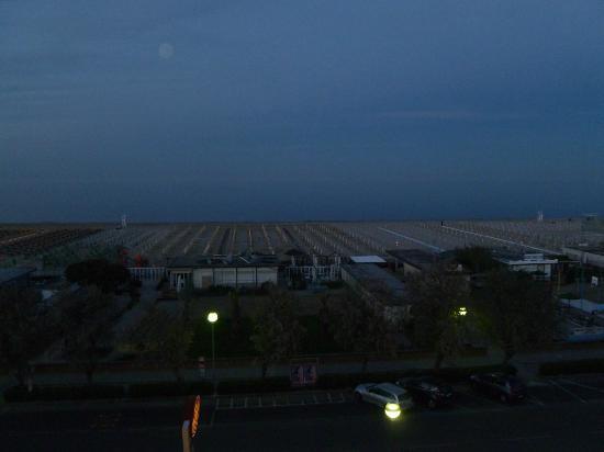 Hotel Conchiglia: Beach view from the 4th floor balcony