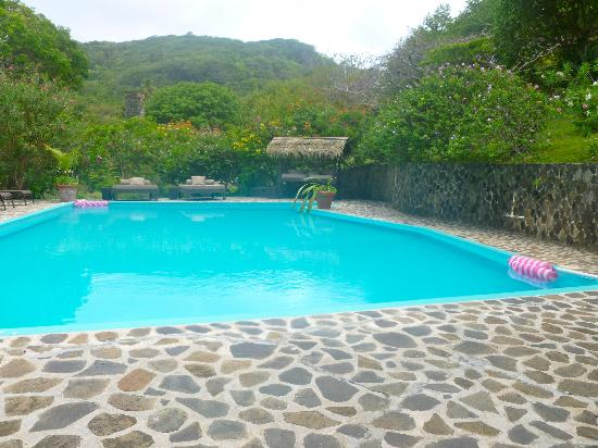 Firefly Bequia Plantation Hotel: Another pool view
