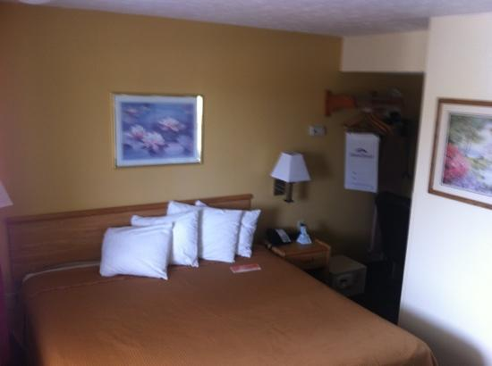 Howard Johnson Express Inn - Sandusky Amusement Park: Small but updated and clean