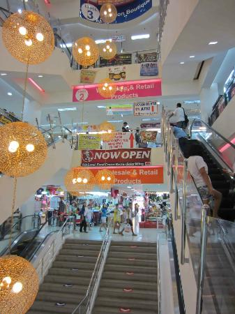 168 Shopping Mall: Everything is very colourful and clean
