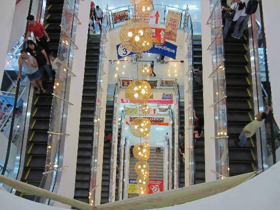168 Shopping Mall: Vertigo at the escalators