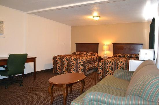 Budget Inn : Rooms with Two Double Bed