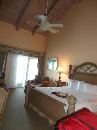 The Lodge and Club at Ponte Vedra Beach: Beautiful room, high ceilings