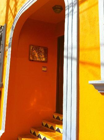 Casa Frida B&B: Front door
