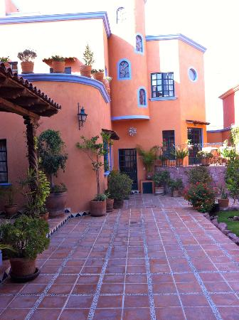 Casa Frida B&B: Looking at hotel from breakfast room