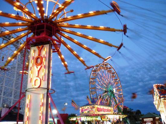 Family Kingdom Amusement Park: Dusk at Family Kingdom