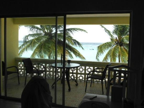 Chateau Blanc Apartments on Sea: View from the living room to the deck and ocean