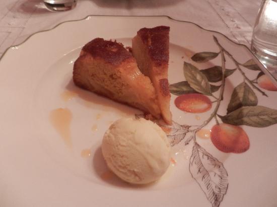 Glencoe Rural Retreat : Pineapple Cake and Ice cream