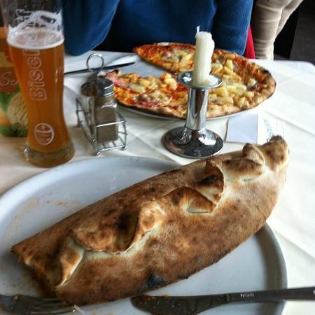 Pizzeria Milano: Hawaiian (backgound) and Dinosaur