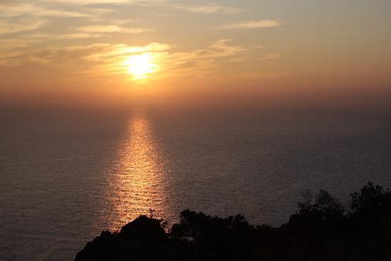 Villa Melodie: sunset from tiki plage