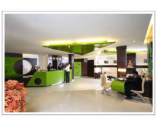 Hotel Gautam Deluxe: Hotel Reception & Lobby