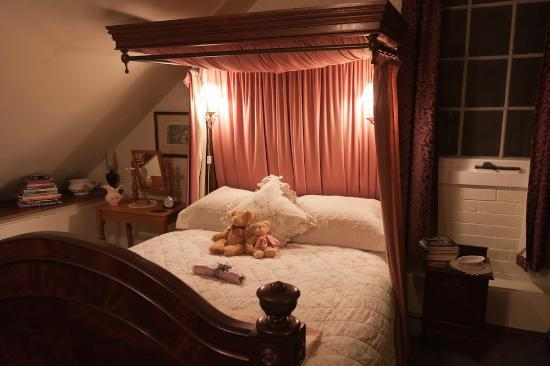 Bowerbank Mill B&B : Sleeping on a 150 years old bed is wonderful