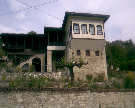 National Ethnographic Museum Berat: Museum seen over wall from street
