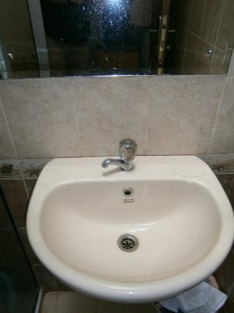 de' Tropis Guest House: bathroom