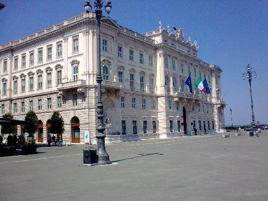 ‪Trieste Tourist Office‬
