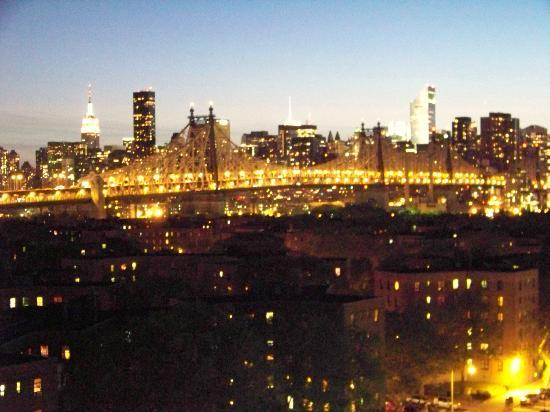 Best Western Plaza Hotel: Manhattan by night, depuis notre chambre du 10° étage