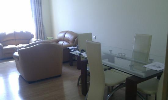 Elite Seef Residence & Hotel: Living room with dinning table