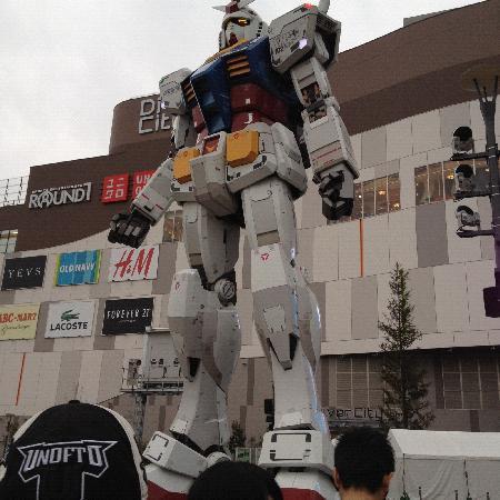 Gundam Front Tokyo : おっきい~