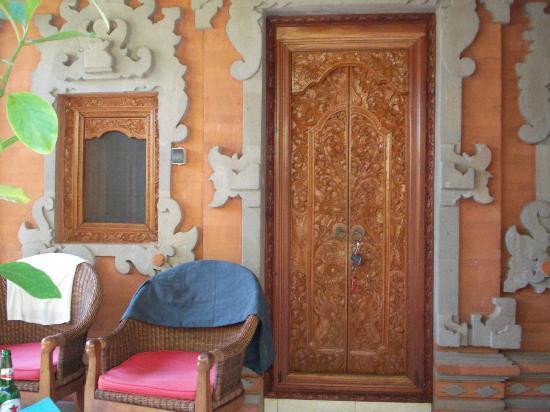 Geria Giri Shanti Bungalows: Tür des Bungalows