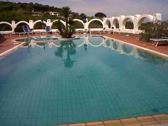 Hotel Poggio Aragosta: una delle piscine