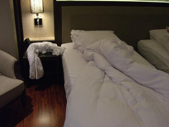 S-aura Hotel: Comfortable bedding.