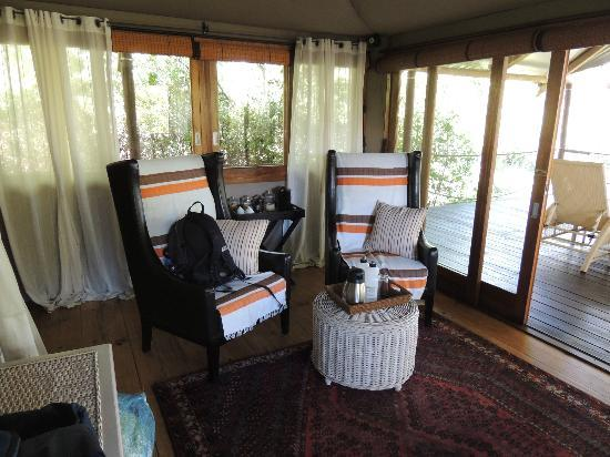 Wilderness Safaris Toka Leya Camp: Room sitting area