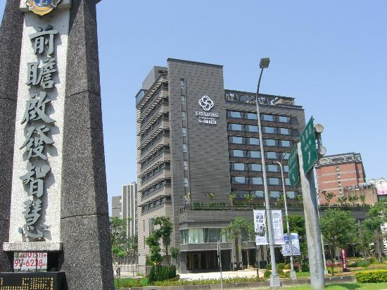 S-aura Hotel: An external view.