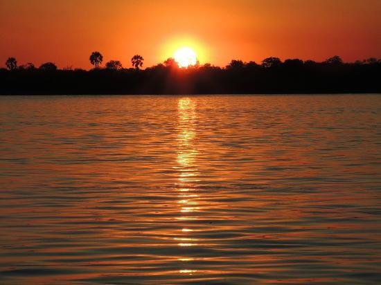 Wilderness Safaris Toka Leya Camp: Zambezi sunset on boat cruise