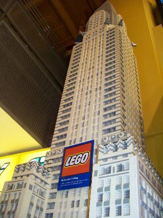 Toys 'R' Us Times Square: le Chrysler Building en LEGO