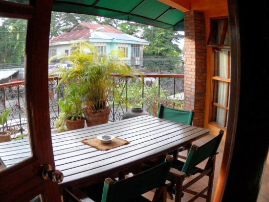 Coco Grande Hotel Dumaguete: Private Balcony