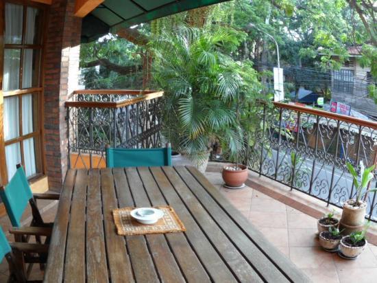 Coco Grande Hotel Dumaguete: Private balcony (Presidential Suite)