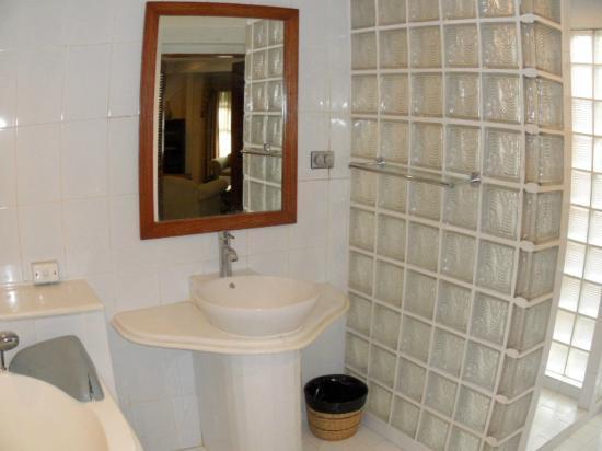 Coco Grande Hotel Dumaguete: Bathroom (Presidential Suite)